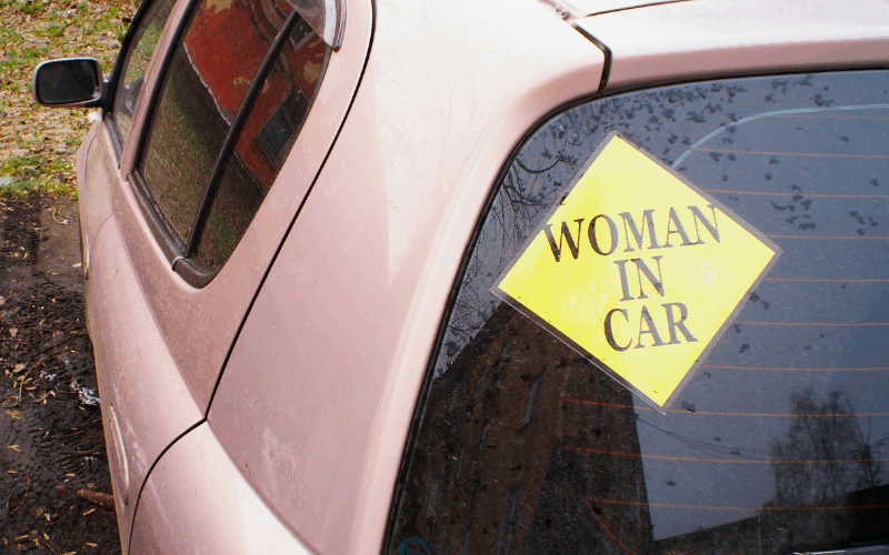 How to Use Razor Blades to Remove Rear Car Stickers